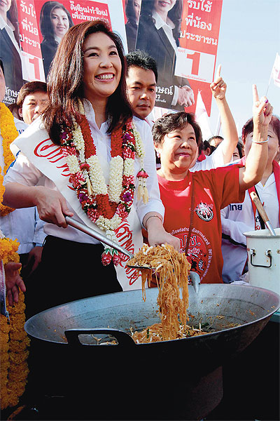 2011 07 11 yingluck noodles