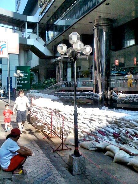 2011 10 24 silom sandbags